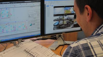 Nos techniciens réalisent les études de détails de dimensionnement, la sélection, le choix et l'implantation du matériel électrique (câble cuivre, fibre optique...) pour faire de vos projets une réussite.